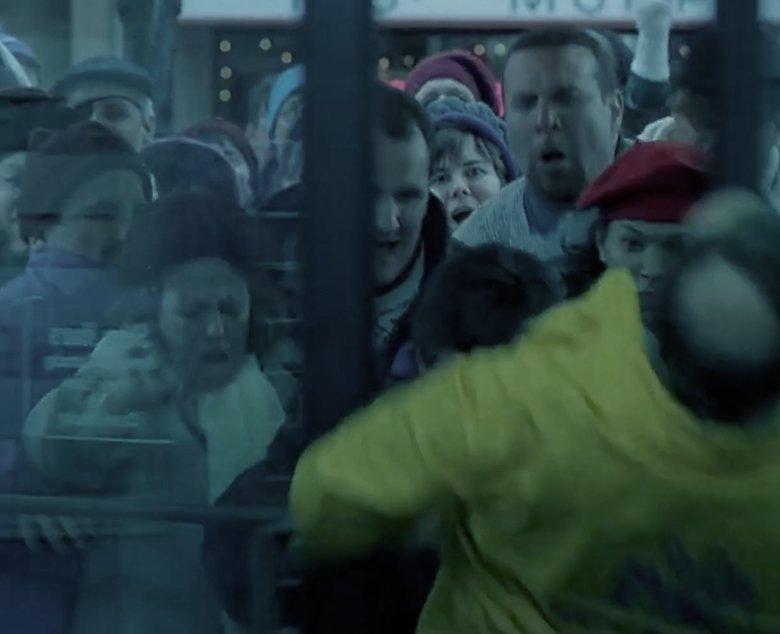 black friday customers crowding door