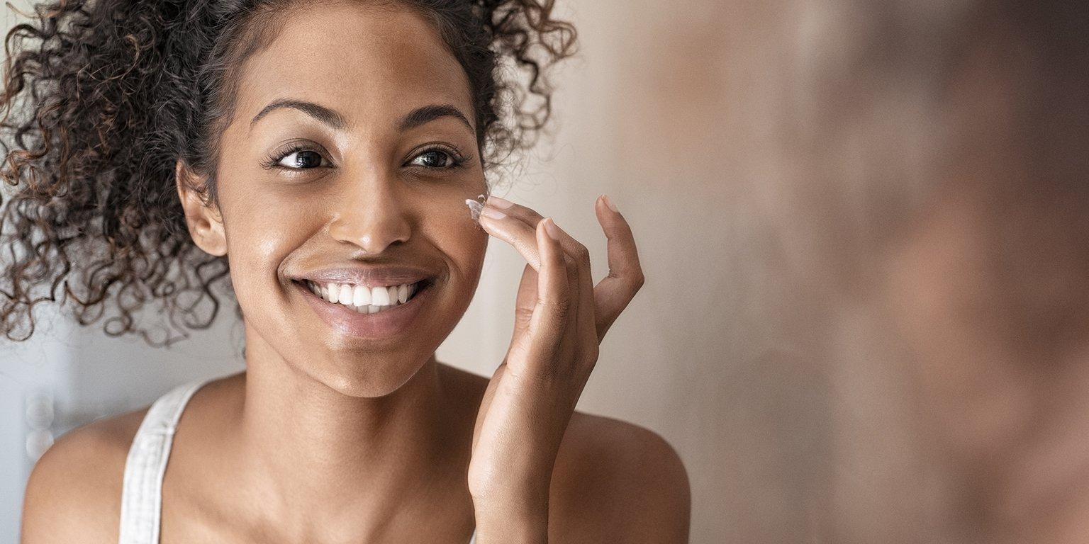 Influencer applying makeup